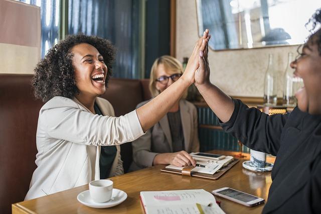 ¿Cómo mejorar la retroalimentación de desempeño en los equipos de trabajo?